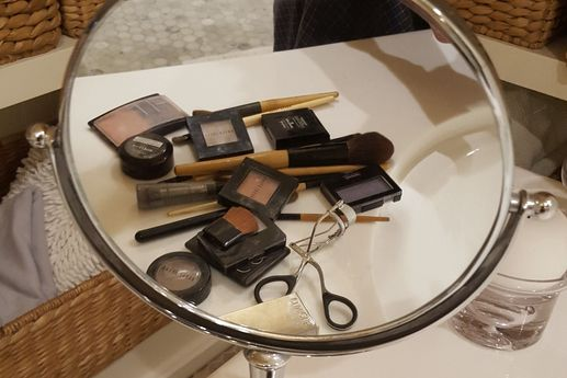 beauty mirror with makeup